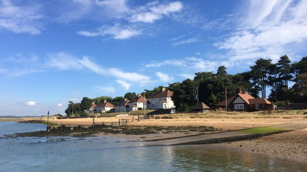 Immigrants smuggled into bawdsey by yacht bbc news