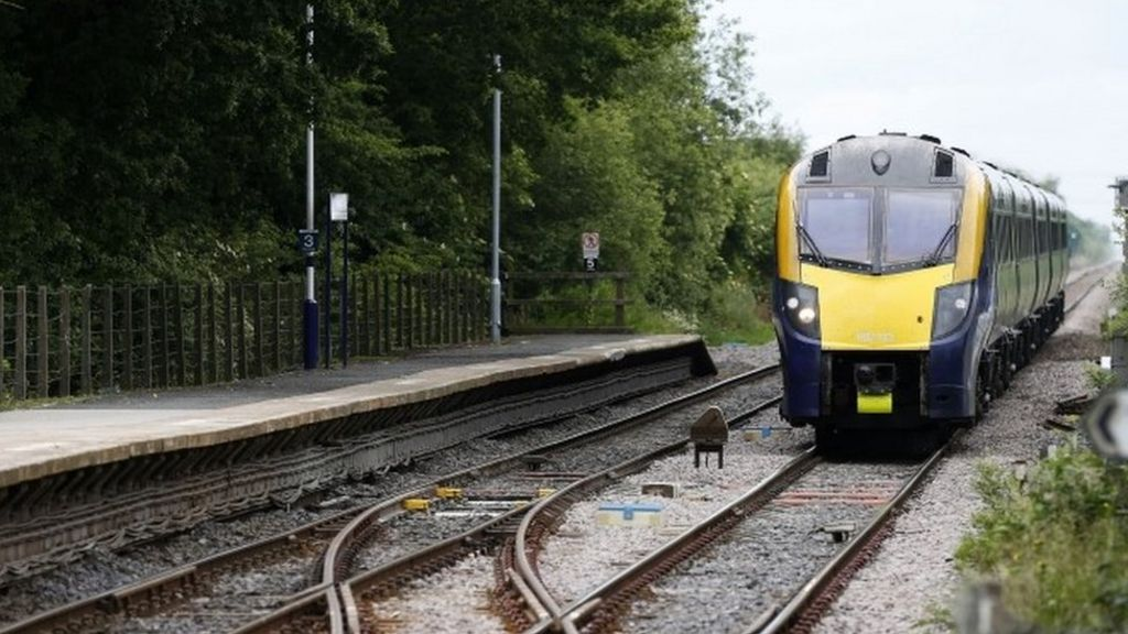 Rail passenger satisfaction in first rise since 2012 - BBC News