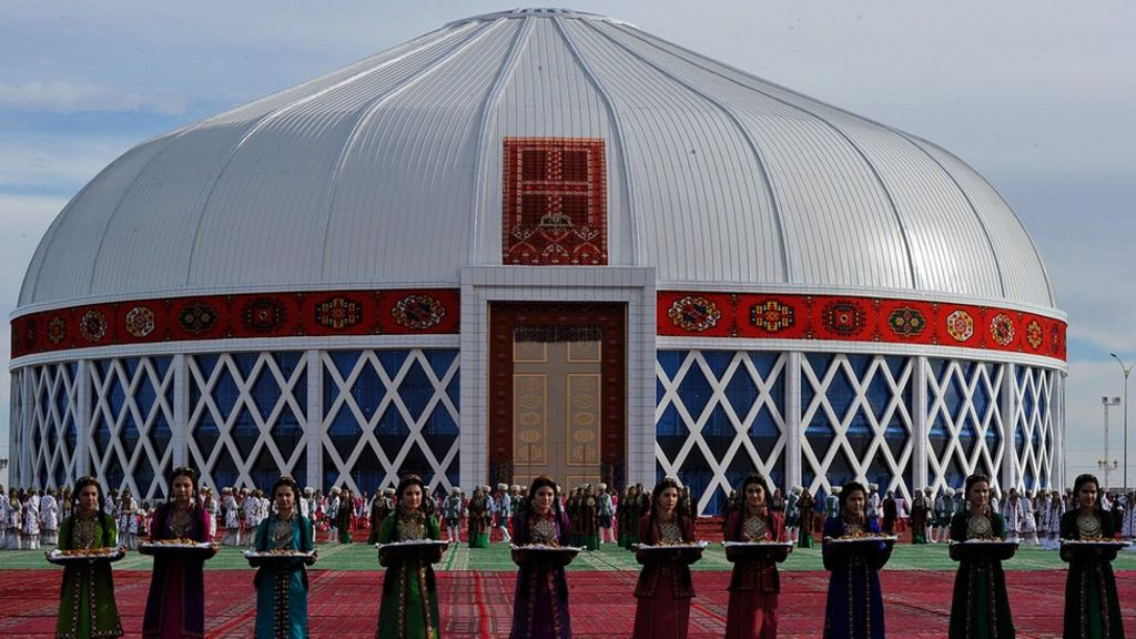 Turkmenistan choir sets Guinness World Record singing in the round