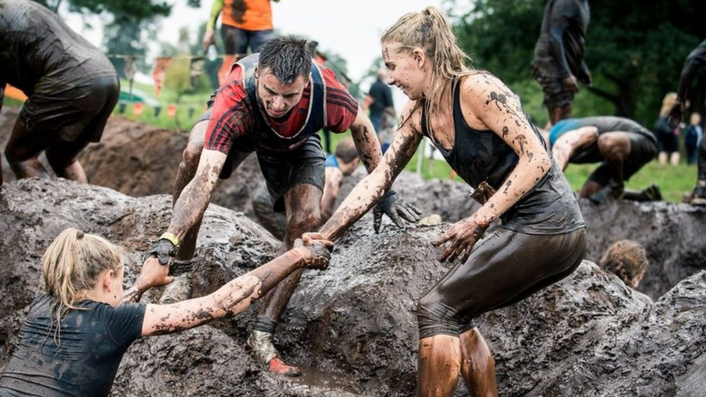 Mud, sweat and cheers: The rise of obstacle course racing - BBC News