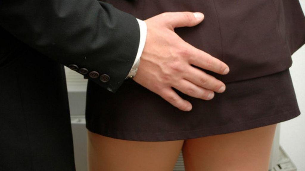 женщины от интимные чиновник потребовал услуги