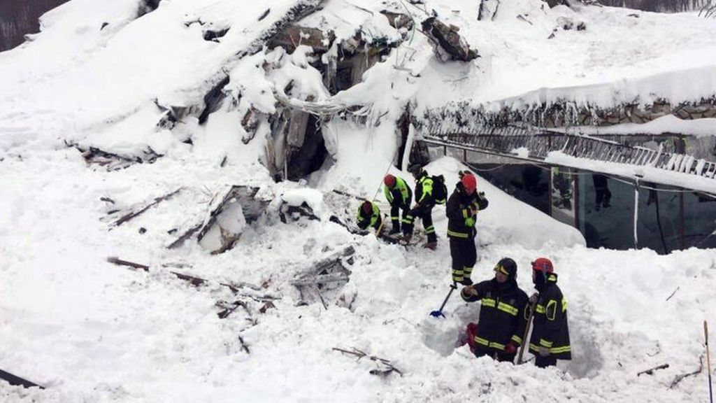 'Many dead' in avalanche on Italy hotel