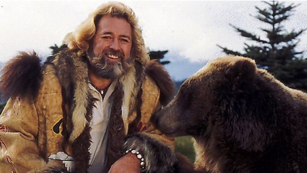 'Grizzly Adams' actor Dan Haggerty dies at 74 from cancer - BBC News