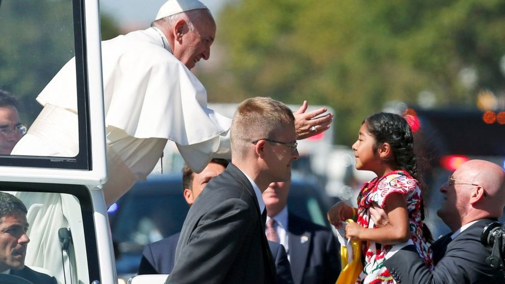 Girl gets through security to deliver message to Pope - BBC News