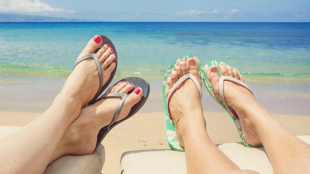 Резултат со слика за phots of usmmer women sea flip flops