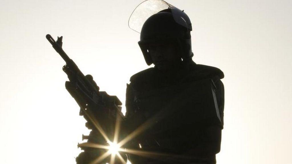 مصر:  مقتل 5 جنود  في هجوم مسلح وسط سيناء - BBC Arabic