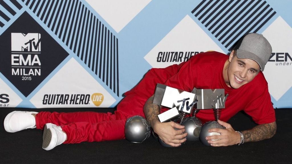 Justin Bieber rules MTV EMAs in Milan - BBC News