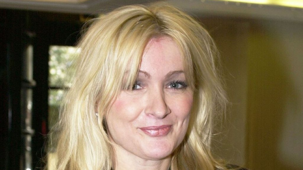 Caroline Aherne: Royle Family writer and actress dies aged 52 - BBC News