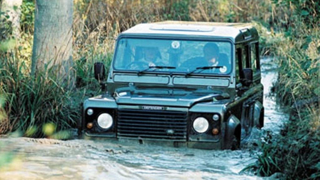 The last Defender: Is Land Rover's off-road heyday over? - BBC News