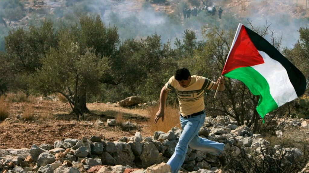 الأمم المتحدة تحذر من التخلي عن حل الدولتين للصراع في الشرق الأوسط - BBC Arabic