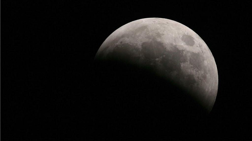 British partnership to send low-cost satellites to Moon's orbit - BBC News