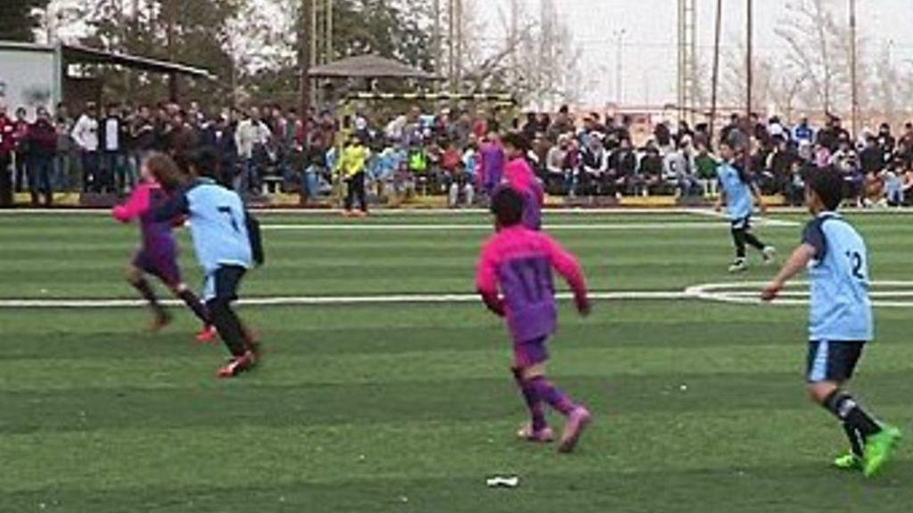 تنظيم البطولة الثانية لكأس النجوم للمدارس السورية في مصر - BBC Arabic