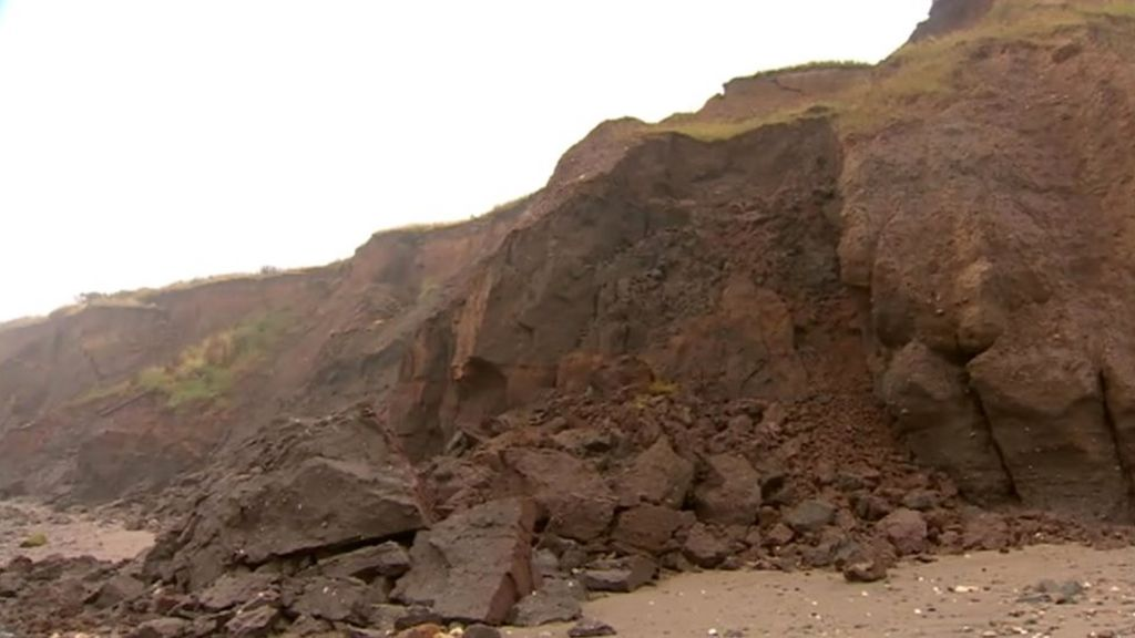 Mappleton beach cliff landslip starts after crack appears - BBC News