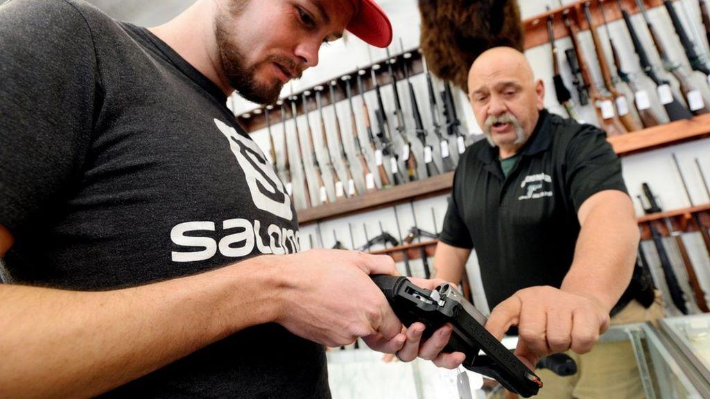 Barack Obama accuses NRA of misleading US over guns - BBC News
