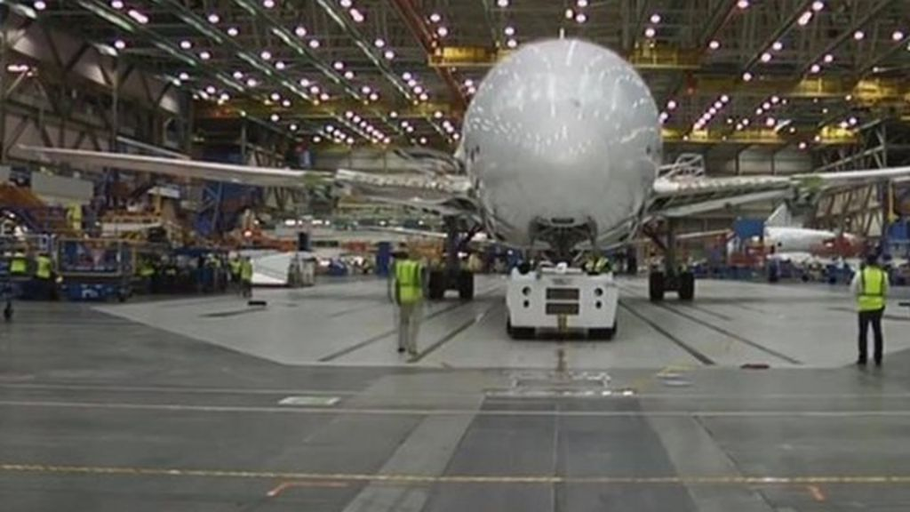 Time-lapse film shows how a Boeing Dreamliner is built - BBC News