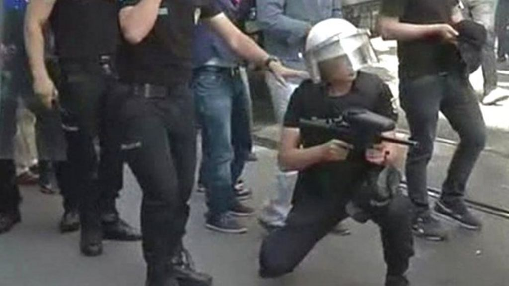 Turkey police fire rubber pellets at gay pride rally - BBC News