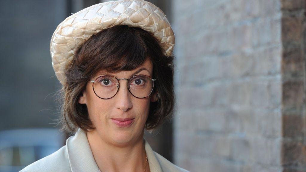 Miranda Hart to return to Call the Midwife - BBC News