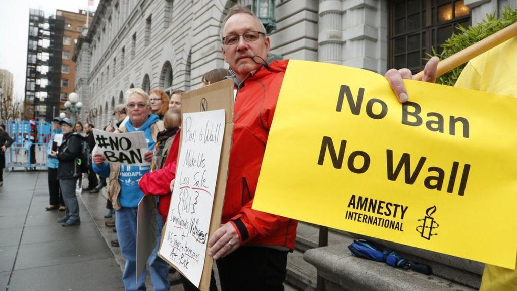 القضاء الأمريكي ينظر من جديد في قرار ترامب القاضي بحظر السفر - BBC Arabic