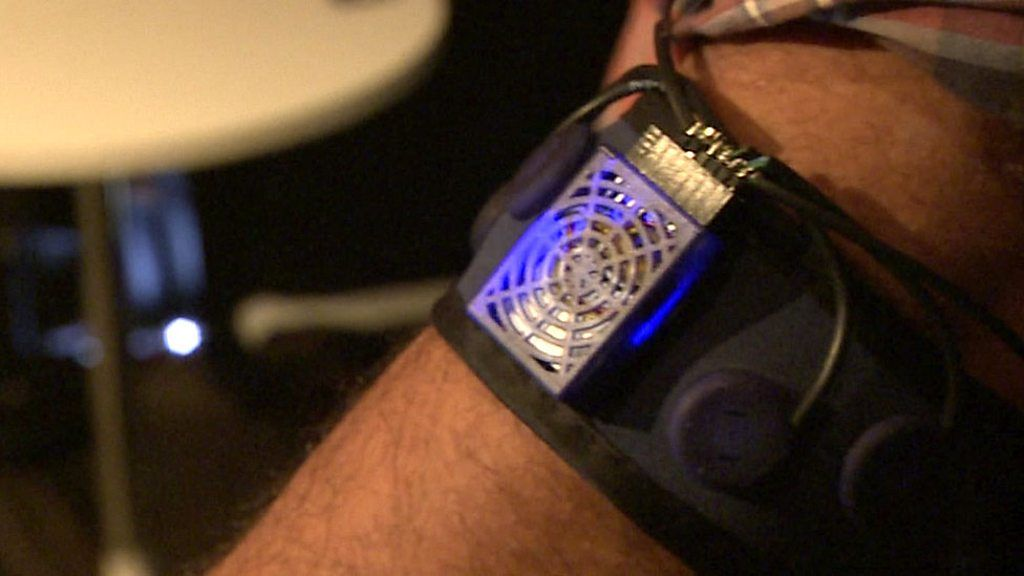 The Armband that Controls an Artificial Hand