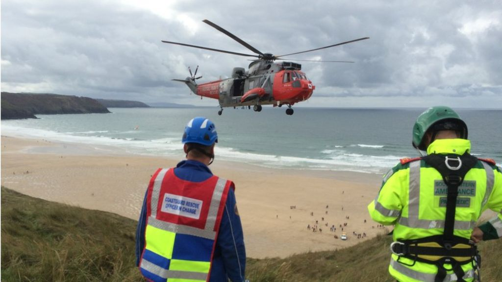 Cornwall paraglider in hospital after cliff face crash - BBC News
