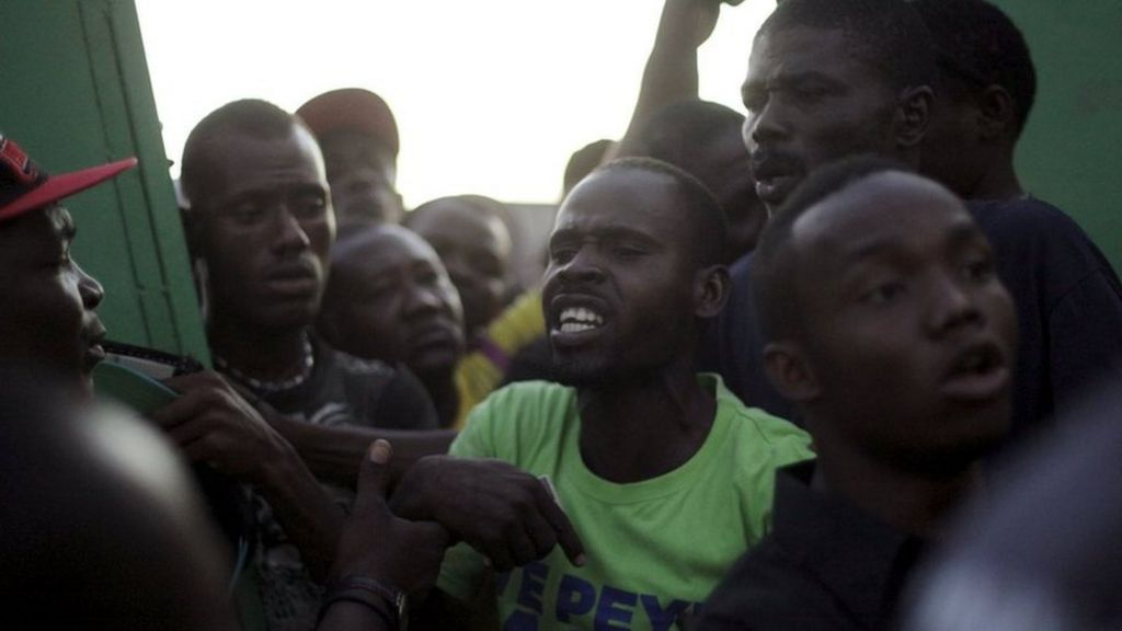 Haiti election: Violence mars voting in delayed poll - BBC News