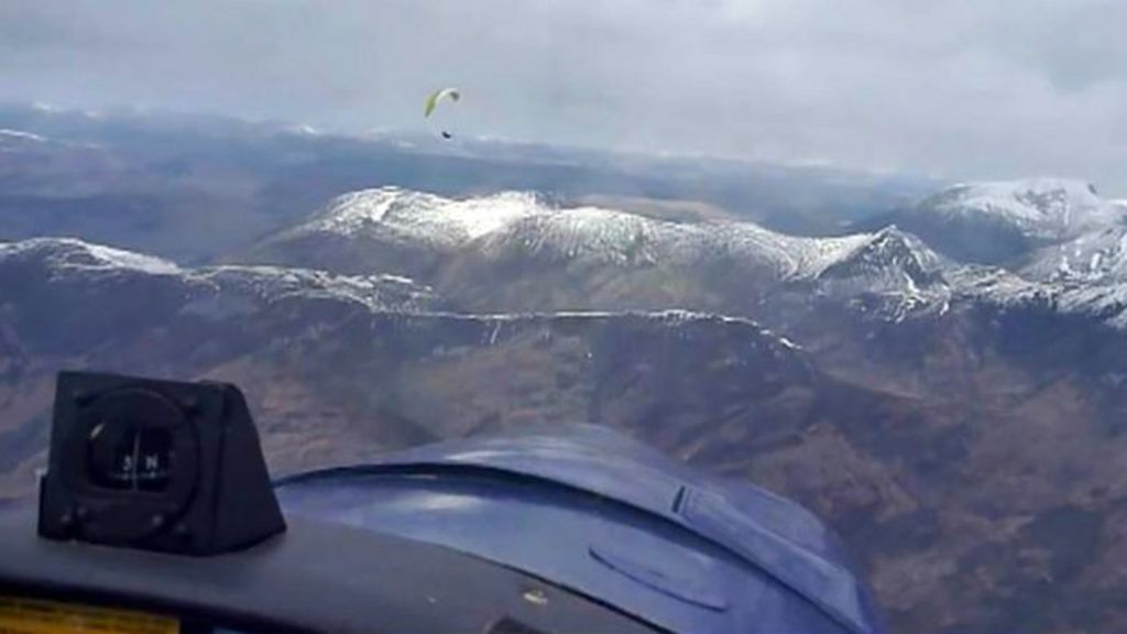 Paraglider and plane in near miss over Glen Coe - BBC News