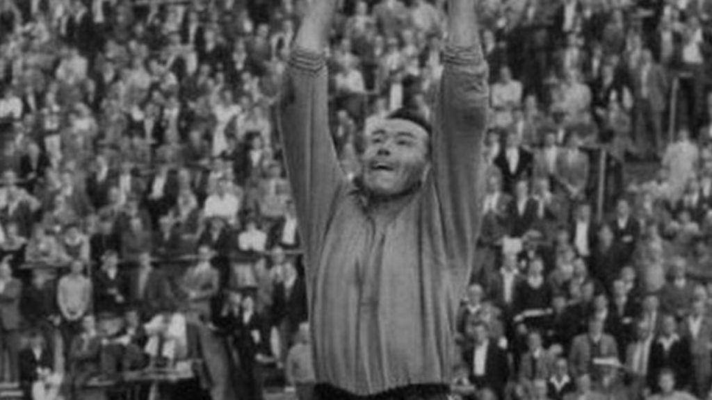 Ex-Norwich goalkeeper Sandy Kennon dies aged 81 - BBC News