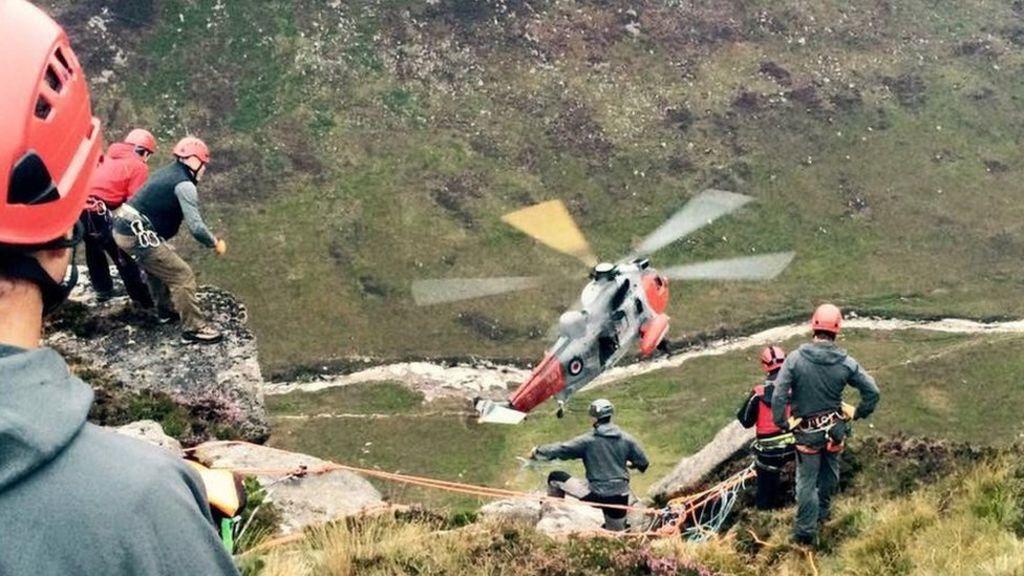 Paraglider in hospital after crash on Arran - BBC News