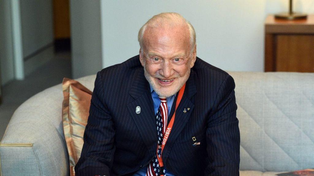 Evacúan del Polo Sur a Buzz Aldrin, el segundo hombre en caminar sobre la Luna