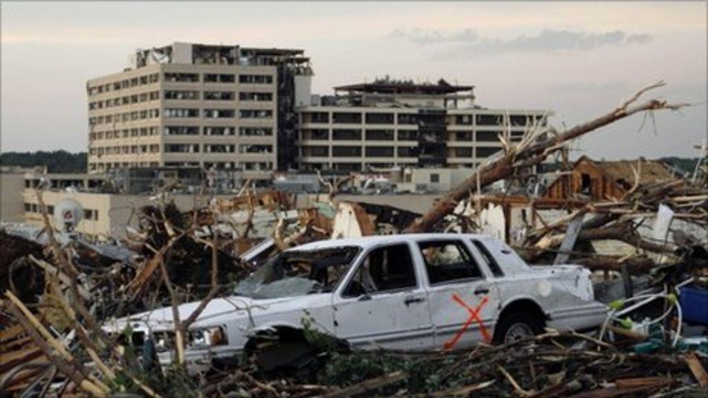 Missouri tornado death toll passes 100 - BBC News