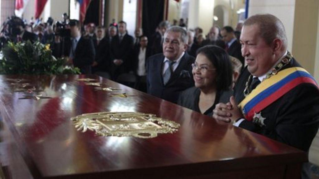 Venezuela honours Simon Bolivar with new coffin - BBC News