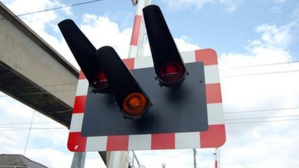 Level crossing lights