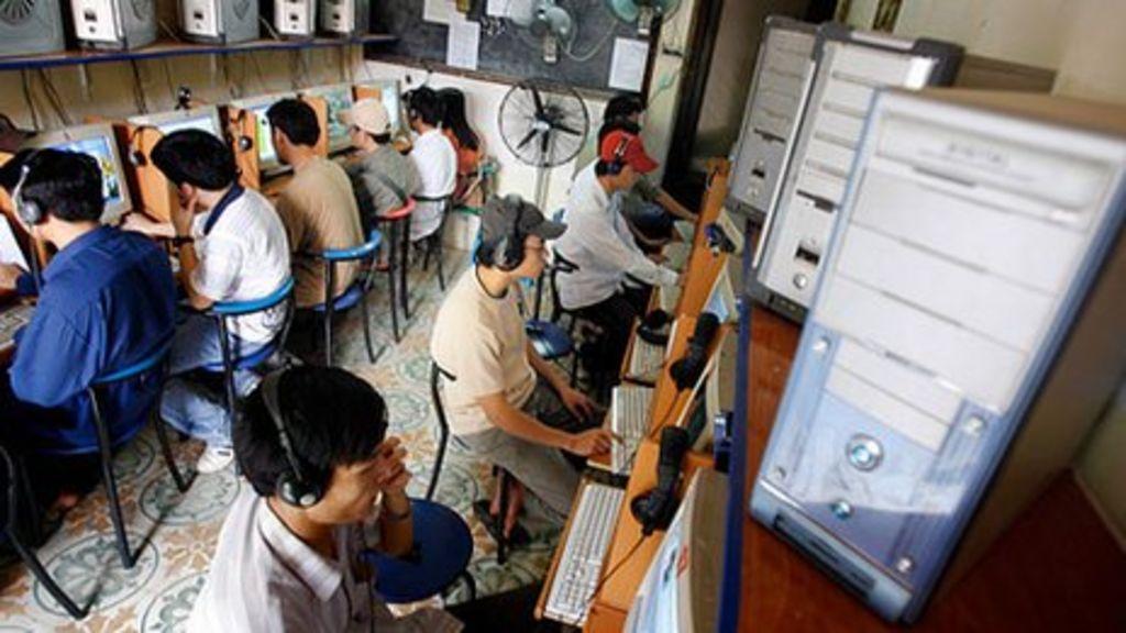 Vietnam prime minister targets anti-government blogs - BBC News
