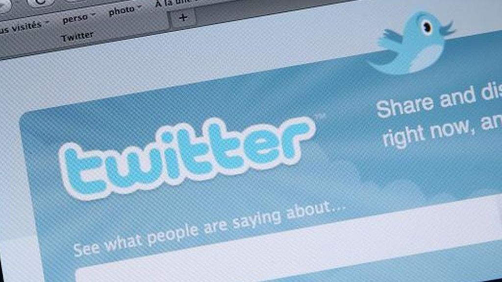 Twitter resists US court's demand for Occupy tweets - BBC News