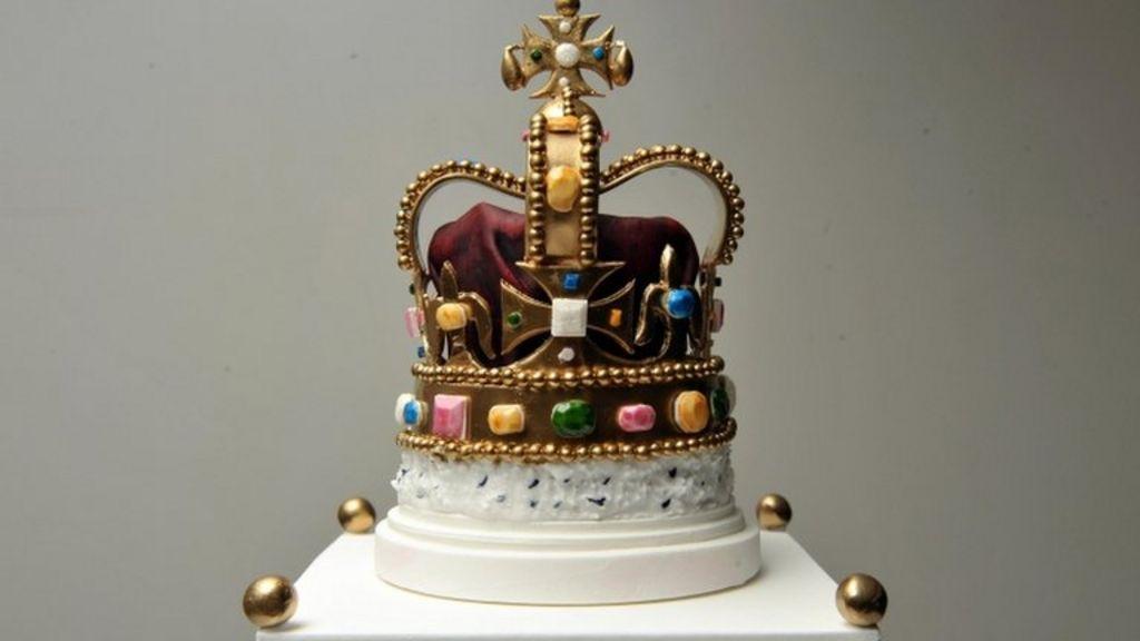 Diamond Jubilee cake baked for Queen - BBC News