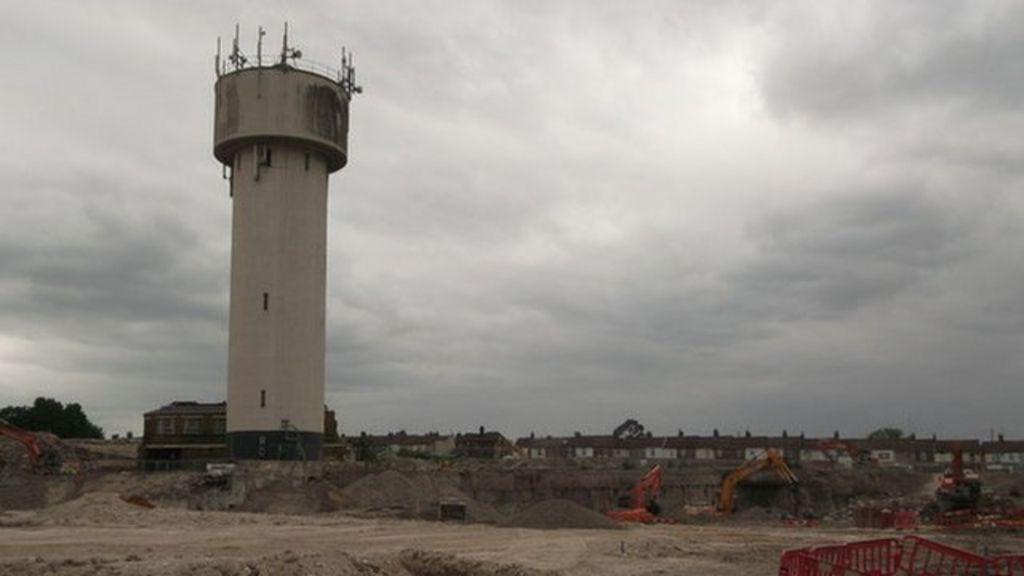 Water Tower Demolition : Sittingbourne s landmark water tower demolished bbc news