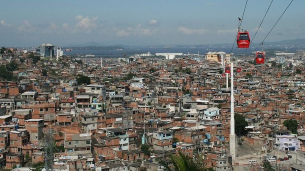 Rio's shanty towns spread their wings - BBC News