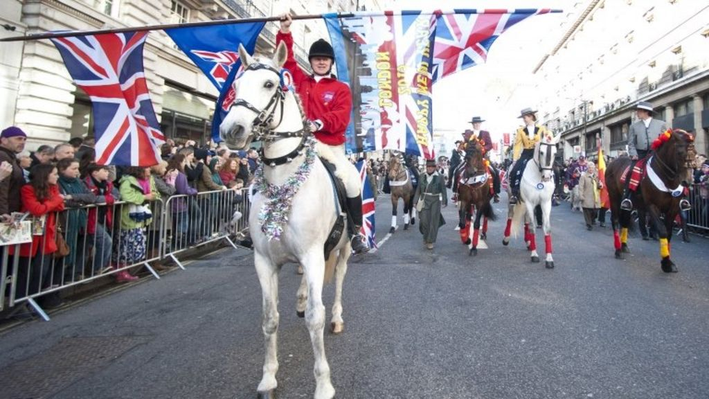 Crowds greet London's New Year's Day Parade - BBC News
