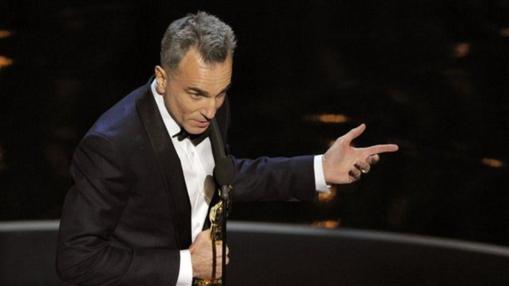 Oscars 2013: Daniel Day-Lewis makes Hollywood history - BBC News