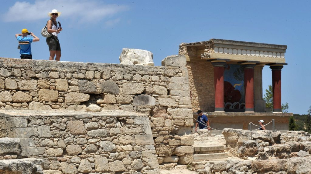 an analysis of the minoan religion The concept of the minoan civilisation was first developed by sir arthur evans, the british archaeologist who unearthed the bronze age palace of knossos on crete  the analysis focused on.
