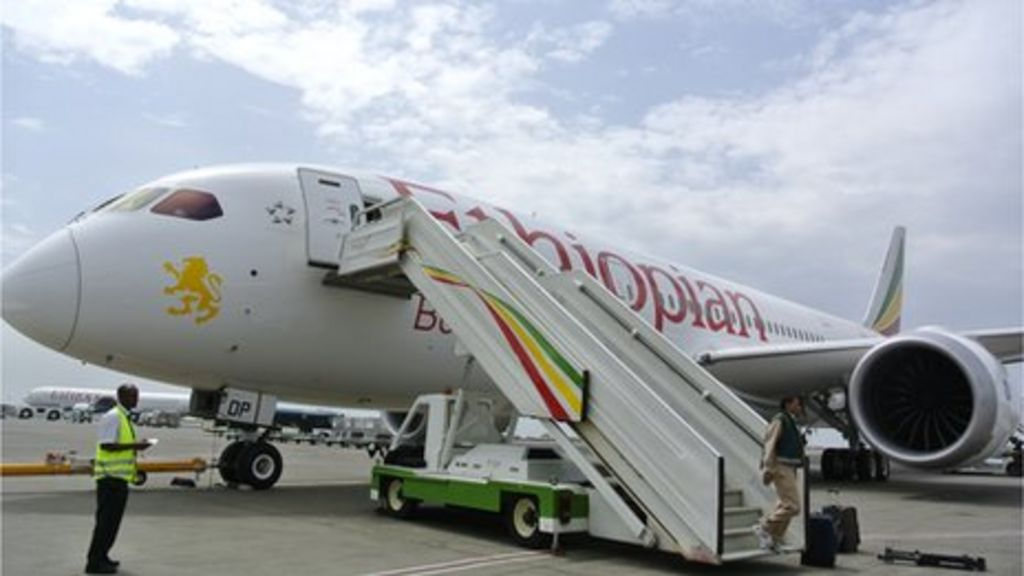 Boeing Dreamliner: Air investigators urge action over fire ...
