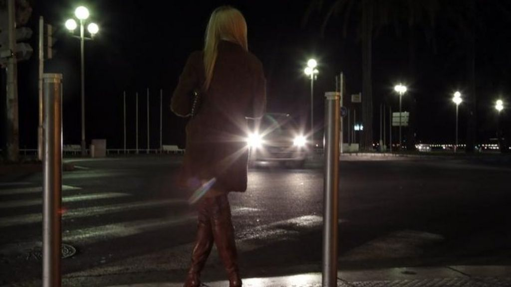 France prostitution: MPs back fines for clients - BBC News