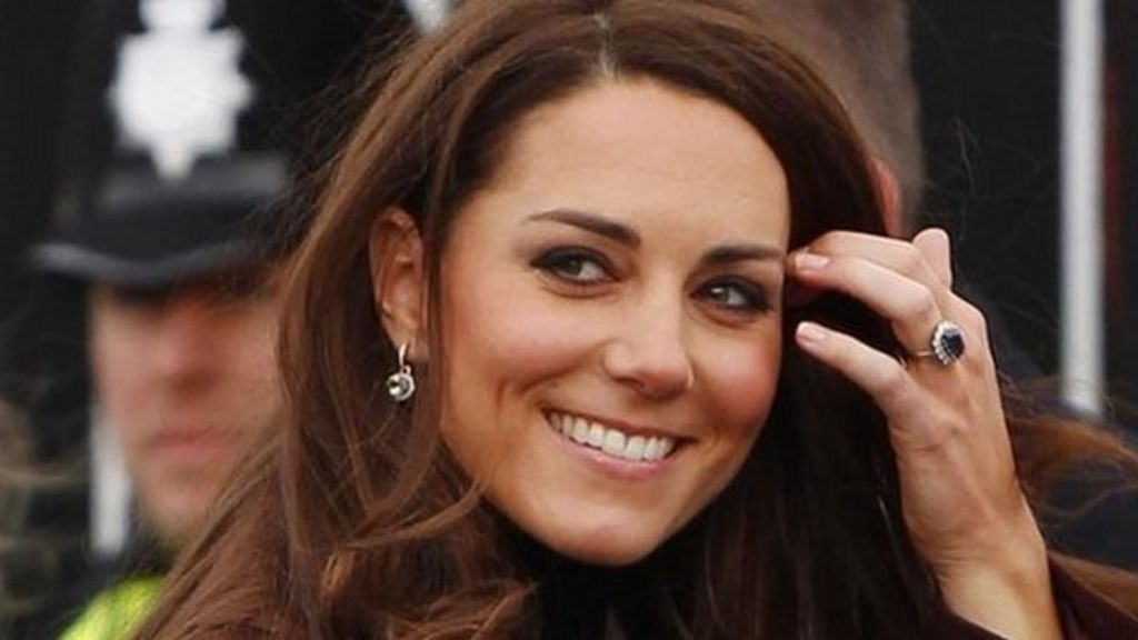 Phone-hacking trial: Kate Middleton 'hacked 155 times' - BBC News