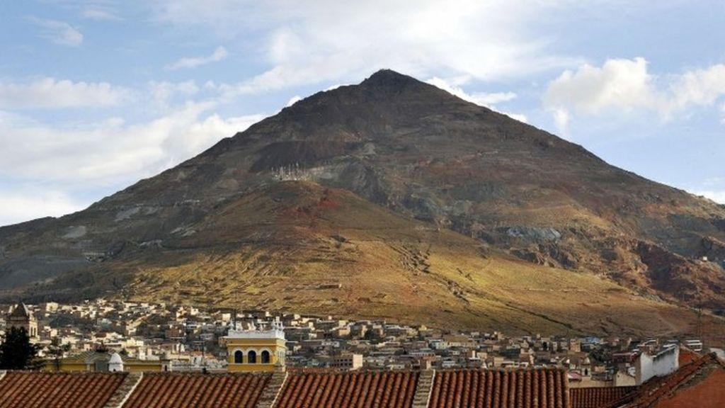 'Colonial-era mass grave' found in Potosi, Bolivia - BBC News