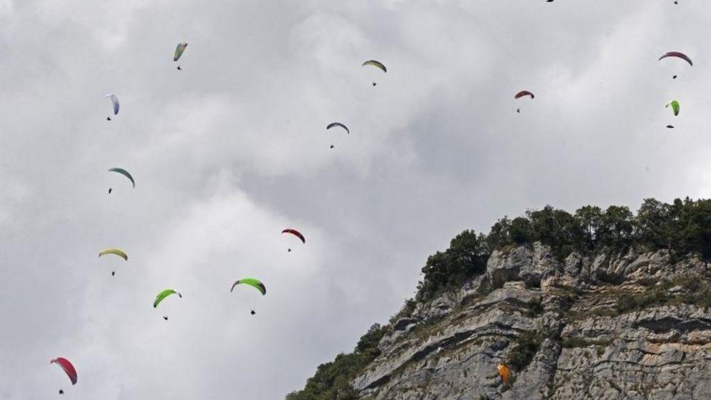 Paraglider Mark Dann breaks back in San Diego cliff crash - BBC ...
