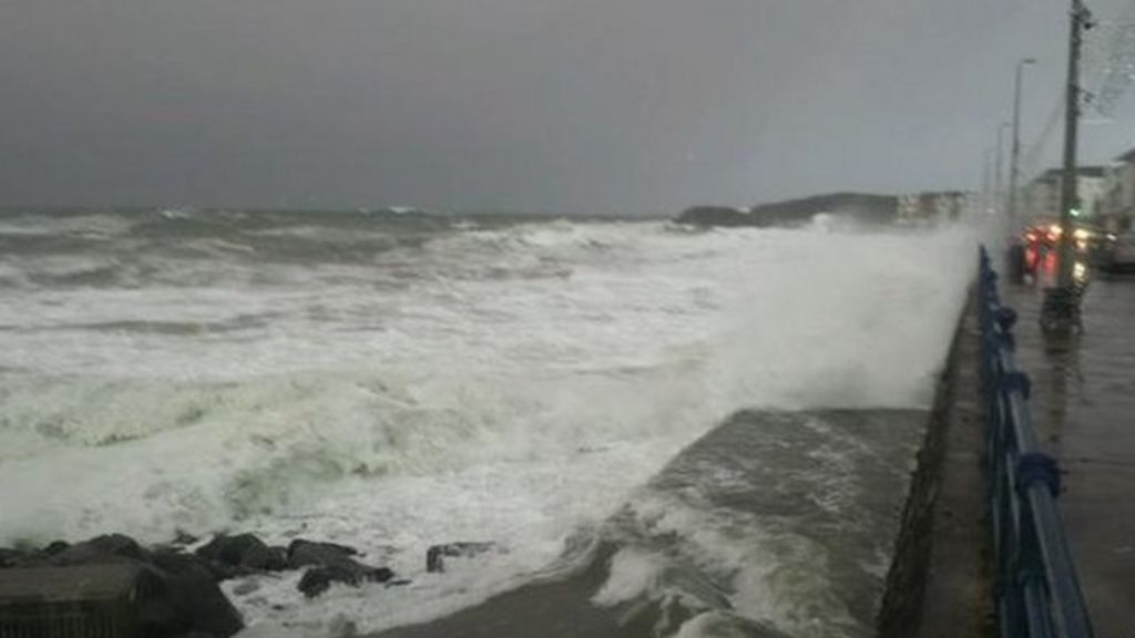 weather  high winds alert as storm hits northern ireland
