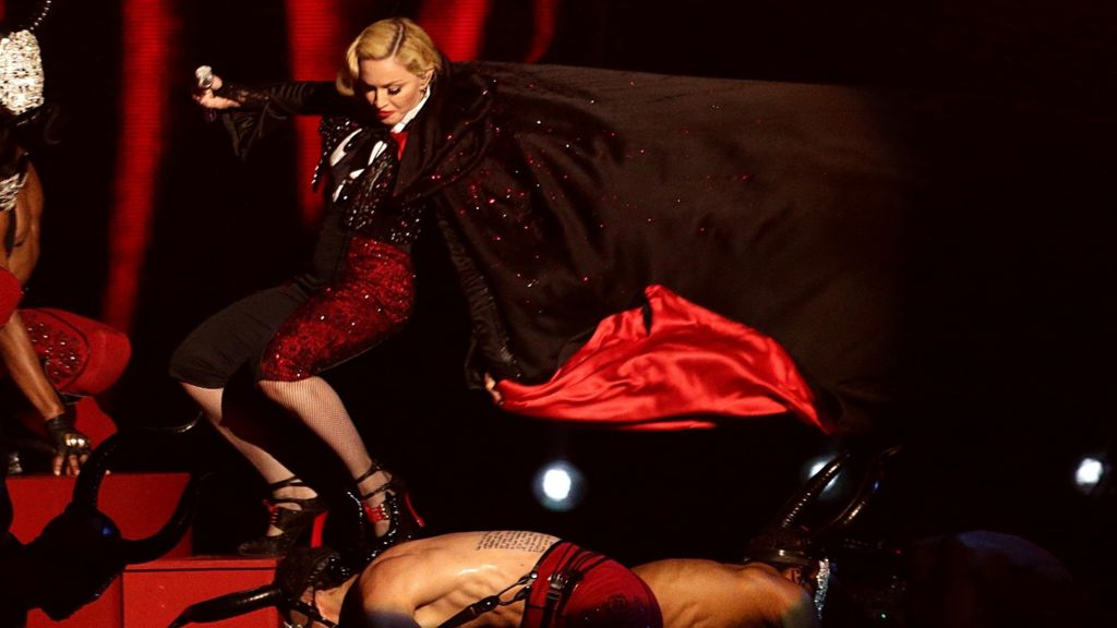 Brit Awards 2015: Madonna falls off stage - BBC News