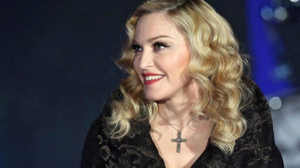 Madonna criticises Radio 1 'ban' - BBC News