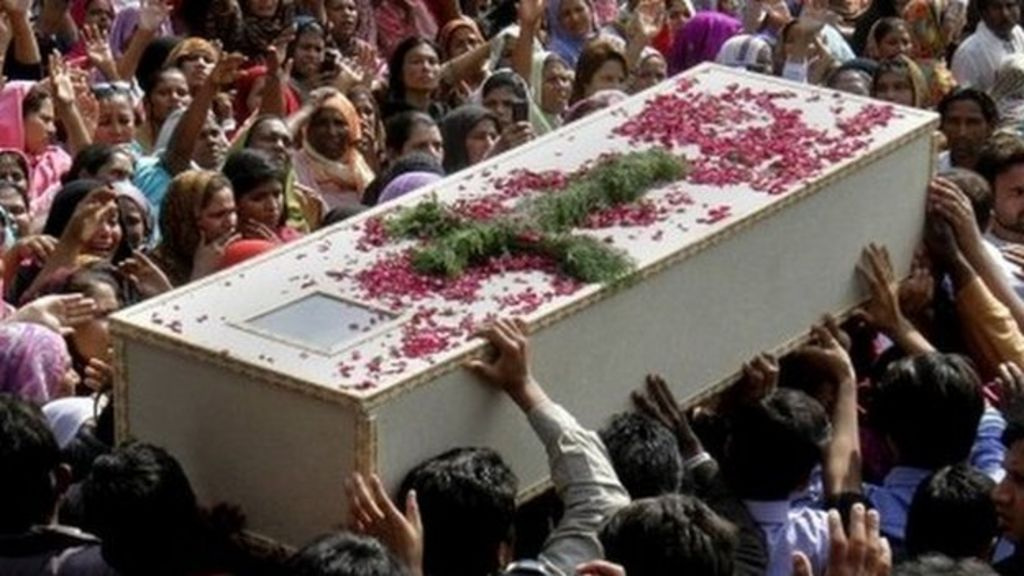 Pakistan Christians hold funerals for church blast victims - BBC News