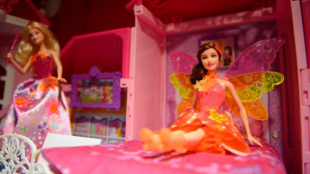 Mattel sales suffer thanks again to Barbie - BBC News